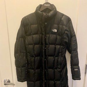 The North Face • 600 Black Hooded Down Jacket Coat